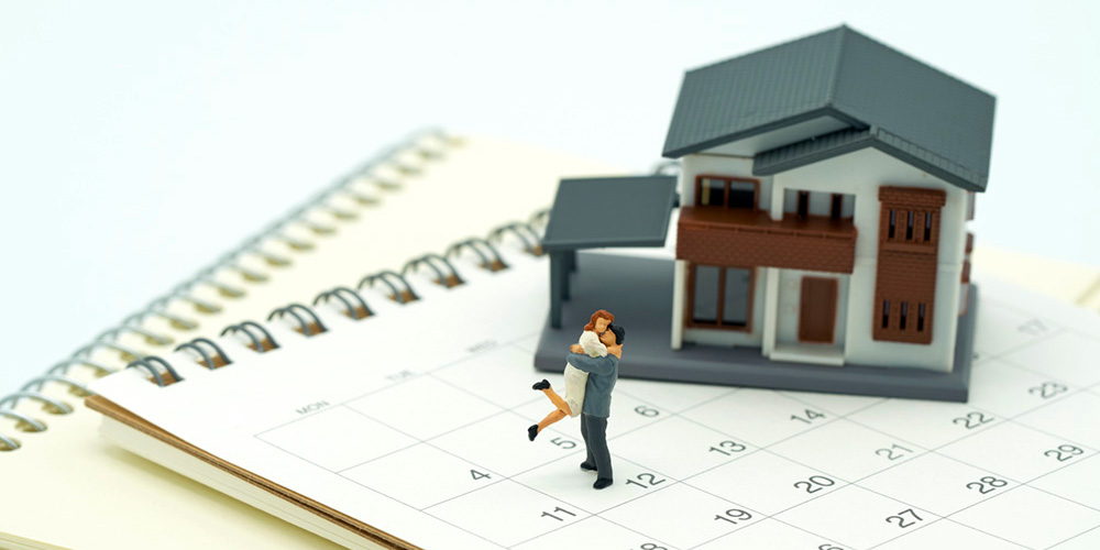 ouple Miniature 2 people standing on Calendar and A model house